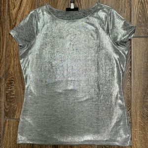 Silver knit top with short sleeves